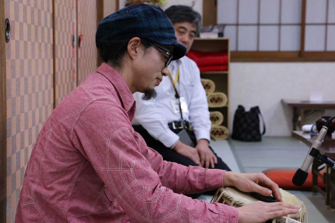 法林寺温泉、インド打楽器 タブラ 武部 洋明さん演奏